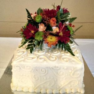 Single Tier Wedding Cake with Fresh Flower Accents